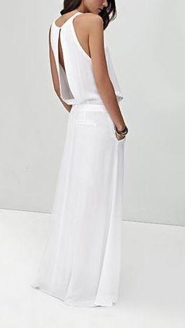 Vestido blanco largo con bolsillo y espalda semi abierta.