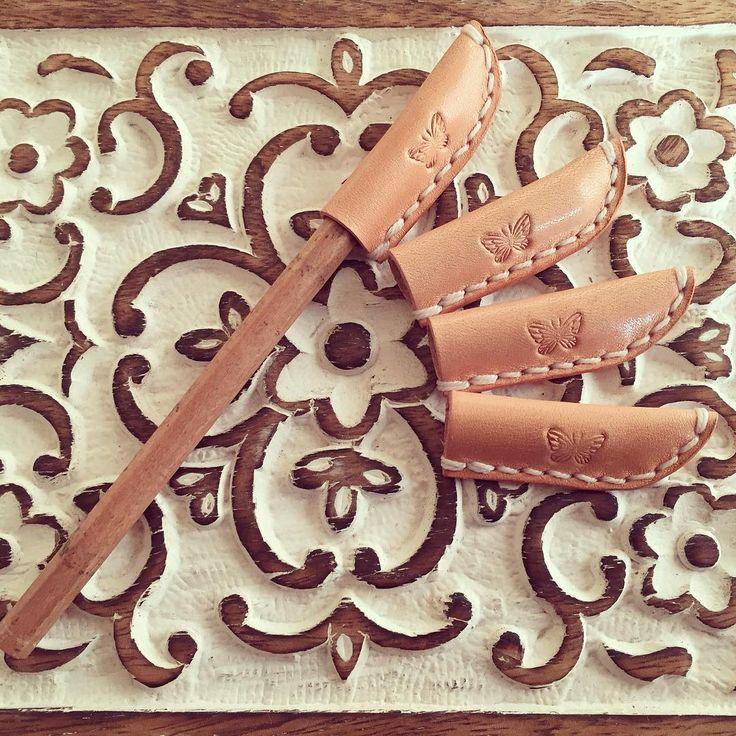 えんぴつキャップ 作りました☺︎ * * #革#革小物#革細工#レザー#レザークラフト#ヌメ革#経年変化#ハンドメイド#手縫い#刻印#蝶#えんぴつキャップ#leather#leathercraft#handmade#stitch#butterfly#favorite#kaumo#hana