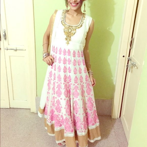 Indian anarkali dress pink and white anarkali dress. chiffon material and is padded in the top part. comes with matching white dupatta and white leggings to wear underneath. let me know if you have any other questions. it's a custom made dress so ask me if you need any measurements taken. it fits like a size 4 Dresses