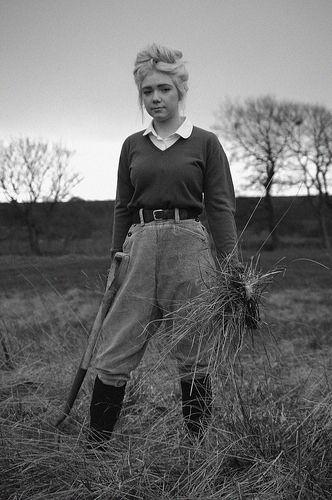 Land girl - 1940s. Trang phục của những cô gái làm việc đồng áng