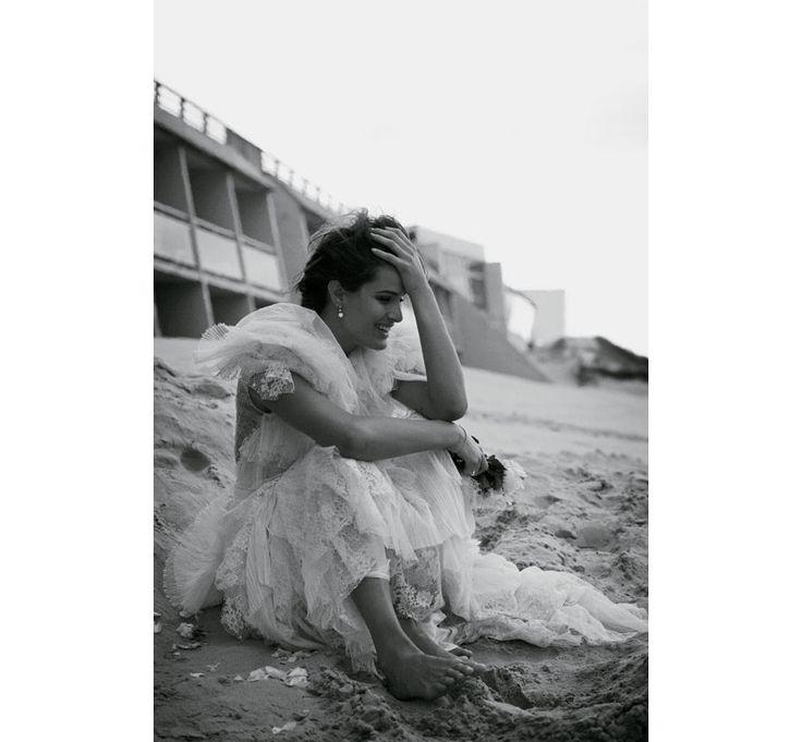 La mariée dans vogue paris Isabeli Fontana photographiée par Peter Lindbergh pour la série L'amour en fuite du numéro d'avril 2012 de Vogue ...