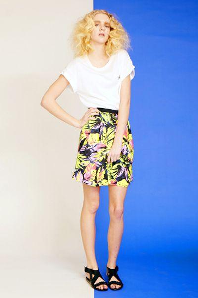 avie Tropical print tuck skirt