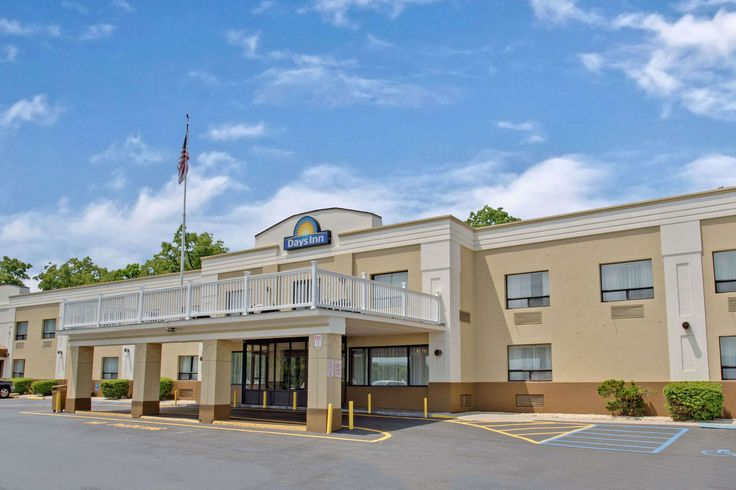 Exterior of Days Inn Newburgh West Point/Stewart Intl Airport hotel in New Windsor, New York