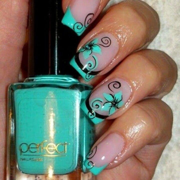 Una nail art elegante e particolare
