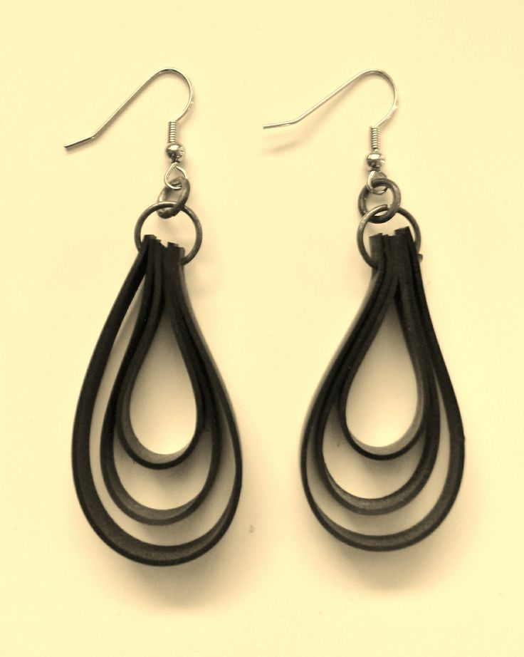 Rubber earrings (recycled materials).