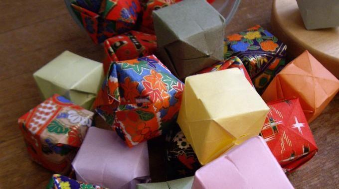 Créez Vous-Mêmes une Guirlande Lumineuse avec des Origamis.