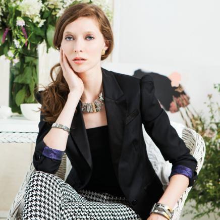Anne-Marie Chagnon Collection 2015 Printemps-Été Collier : Paul - clair Boucles d'oreilles : Anette - or brillant Bracelets : Judy - or, Rita --------------------------- 2015 Spring-Summer Collection Necklace: Paul - clear Earrings: Anette - shiny gold Bracelets: Judy - gold, Rita