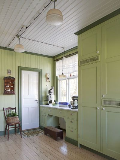 A quaint and lovely green country kitchen <3 | Anna Truelsen