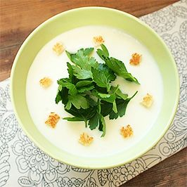 Jemná petrželová polévka.