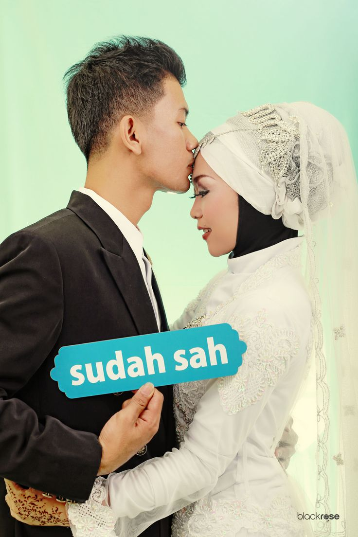 SAH  #wedding #kiss #handtag #softcolor #indoor #mintgreen #blackrosepictures