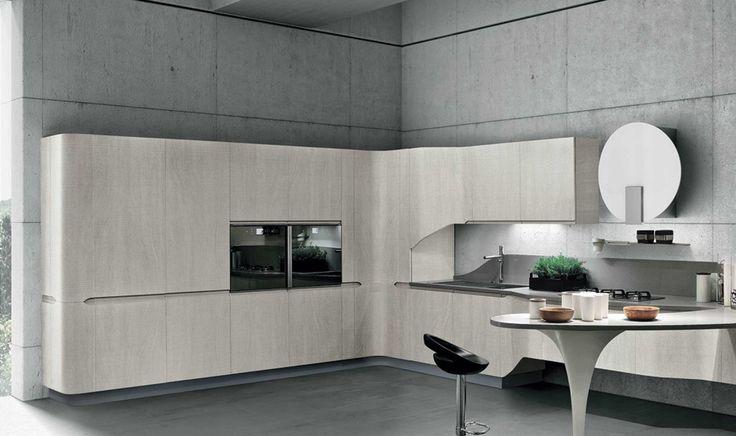 Светлые изогнутые фасады кухни