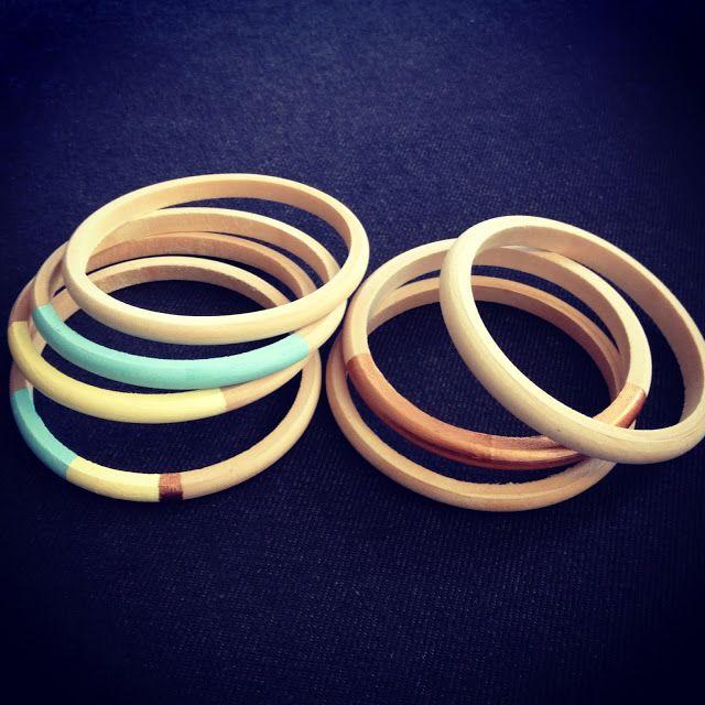 www.savila.dk - Wooden bracelets and a little paint.