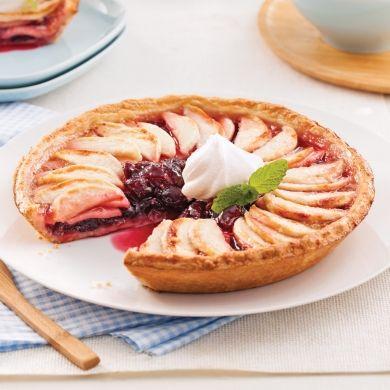 Rehaussez cette tarte aux pommes d'un soupçon de crème fouettée ou de crème glacée! Un délice!