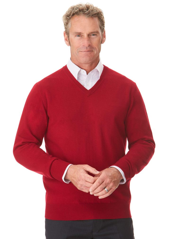 The 'Evansdale' is the essential v-neck jumper. Made from a luxurious blend of Australian merino wool & cashmere it offers remarkable warmth for a light weight knit. It is styled with a…