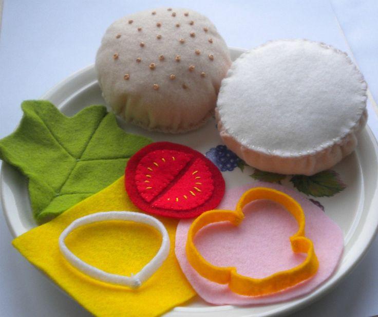 HOUSKA - houska (bulka) se zeleným salátem, plátkem šunky, tvrdého sýru, rajčete, cibule, papriky - bulka průměr 7 cm - vyrobené z plsti, velice příjemný materiál, vyplněno PES kuličkami, - rozvíjí fantazii u dětí, - z vlastní zkušenosti mohu říct, že je to velmi oblíbená hračka, jak pro holky, tak pro kluky - cena za sadu