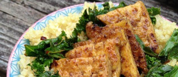 Gebakken tofu met quinoa en boerenkool