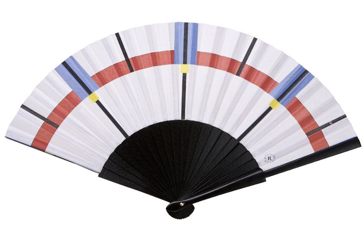 The Magneto fan from the R by Duvelleroy collection is an homage to Mondrian