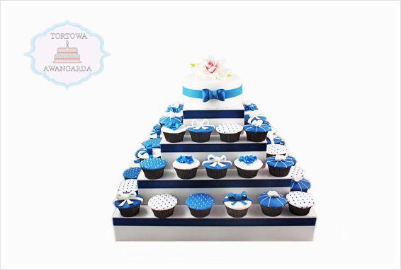 Znalezione obrazy dla zapytania tort weselny z babeczek warszawa