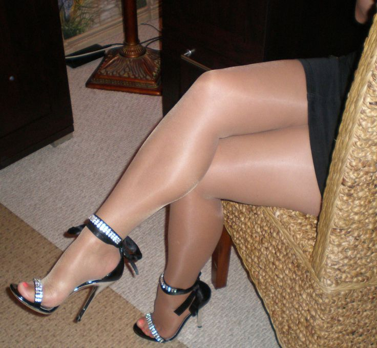 LOVE pantyhose and sandals the