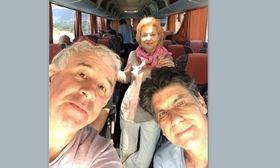 Ταξίδι με λεωφορείο για Τσαλίκη  Μπέζο  Φιλιππίδη   Η Ναταλία Τσαλίκη ο Γιάννης Μπέζος και ο Πέτρος Φιλιππίδης για πού το έβαλαν;  from Ροή http://ift.tt/2t1QmQS Ροή