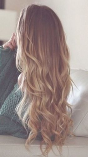 This color and hair style...LOVE