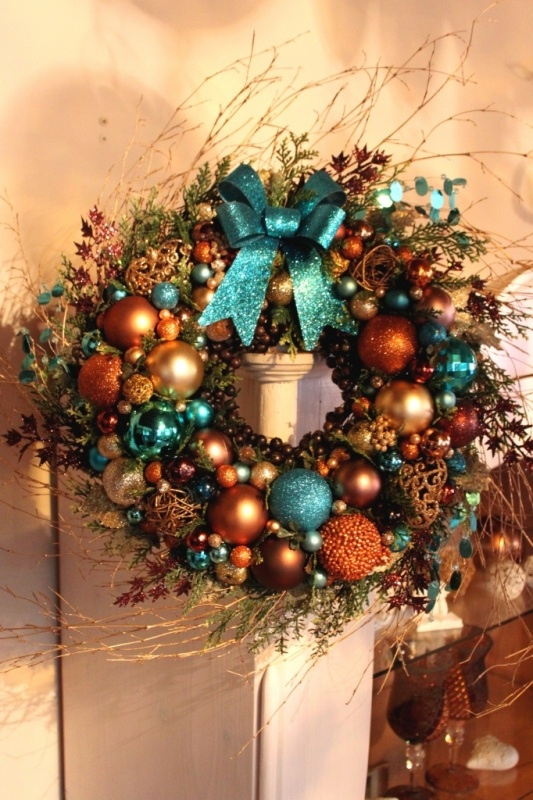 Wreath or decorate the tree with these colors.