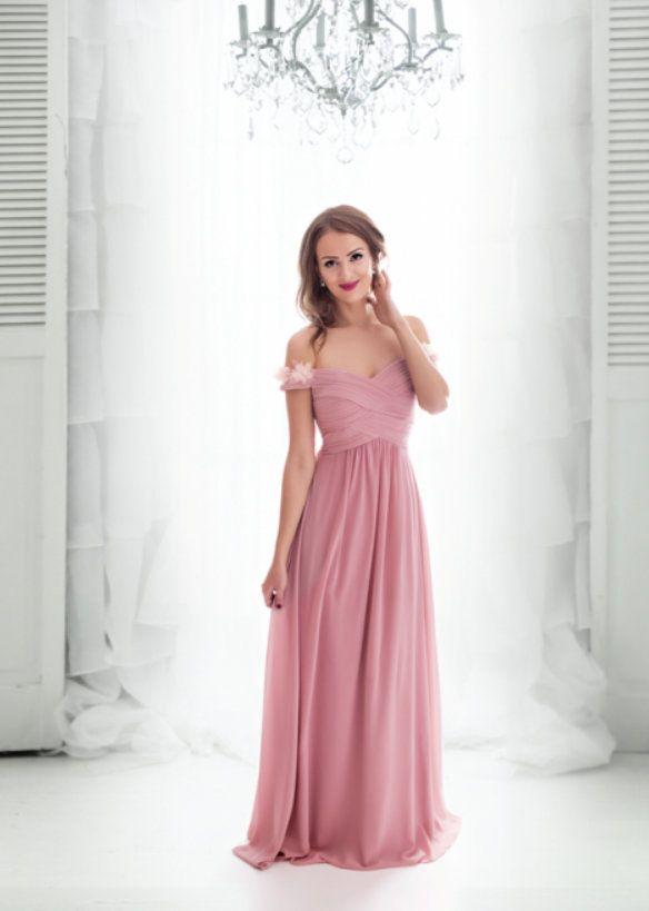 Romantické společenské dlouhé šaty. Živůtek se spadlými ramínky ozdobené  květy b209dc77b8