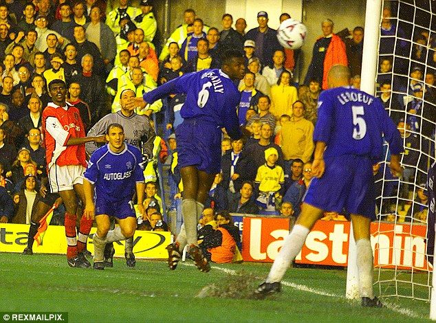 Nwankwo Kanu scores from an incredible angle to help Arsenal win 3-2 at Chelsea
