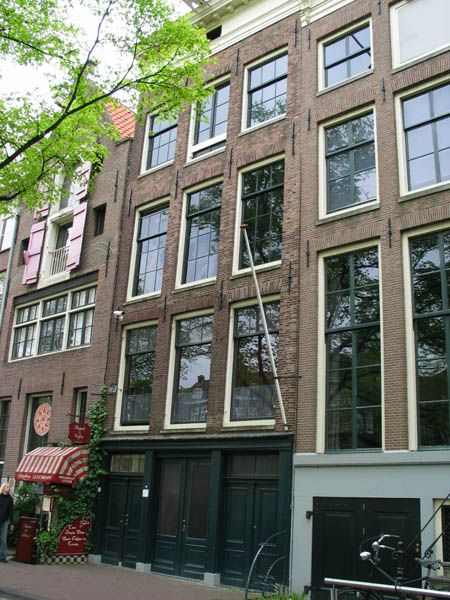 personal reflection of anne franks house The flat in south amsterdam where anne frank and her family lived for nine  years before going into hiding at the secret annex on the.