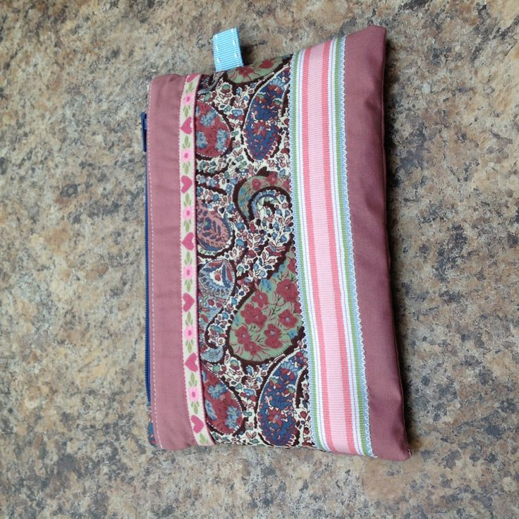 Make up purse for my hand bag using scraps of vintage Liberty tana lawn that I purchased 26 years ago! I can run one of these up between after dinner and bed time - my favourite time of day for crafting.