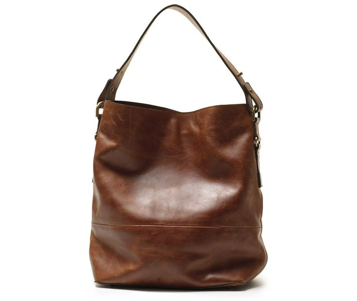 The classic hobo combines effortless wearability and stylish design. Crafted in soft natural leather the hobo allows you to store your every day essentials with ease whether shopping up a storm or on a cross town journey. This bag is large enough to hold an iPad