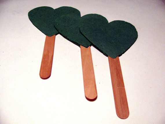 Plantable Paper Wedding Favor Fans in Emerald Green door Davita