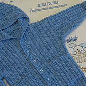 Купить или заказать Вязаная куртка модель 'Пилот' в интернет-магазине на Ярмарке Мастеров. Вязаная курточка модель 'Пилот' в стиле милитари. Изделие подойдет как для мальчика, так и для девочки. Курточка связана из толстой полушерстяной пряжи на спицах. Очень теплая и уютная. Воротник - стоечка закрывает горло. Изюминка изделия - погоны и настоящие карманы! Изделие украшено металлическими пуговицами в тон. Прекрасный вариант к джинсам!