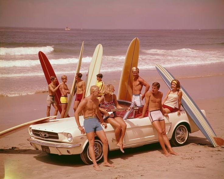 Quando i nonni cavalcavano le onde: un secolo di storia del surf