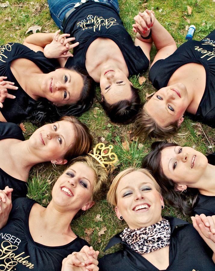 JGA-Shooting - Schnappen Sie sich beim Jungsesellinnen-Abschied doch mal Ihre Freundinnen und Verwanden und veranstalten Sie in kleines Fotoshooting.