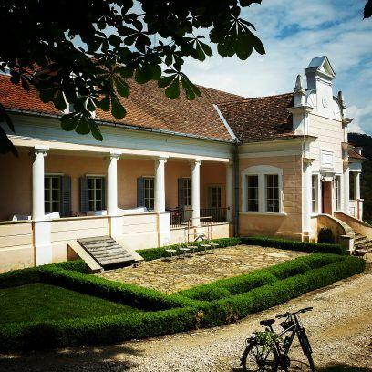 Conacul Apafi din Malancrav - Cu bicicleta prin Transilvania