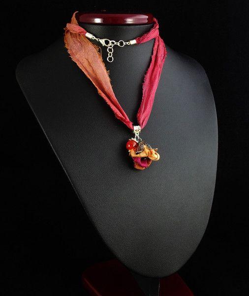 Vanalika - naszyjnik z sari z kwiatem - Pejotka - Naszyjniki długie