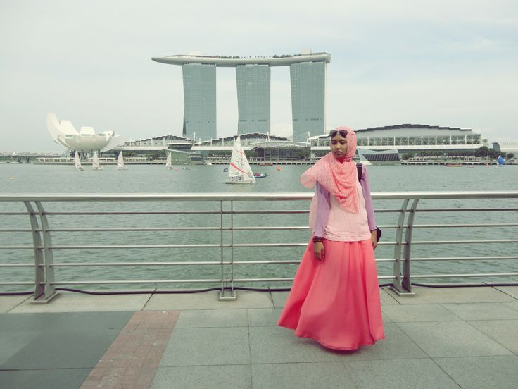 My Marina Bay Sands Singapore #fashion #long #skirt #Hijaab #headscarf #colorful #Girl #Asian #Muslim #Indonesian