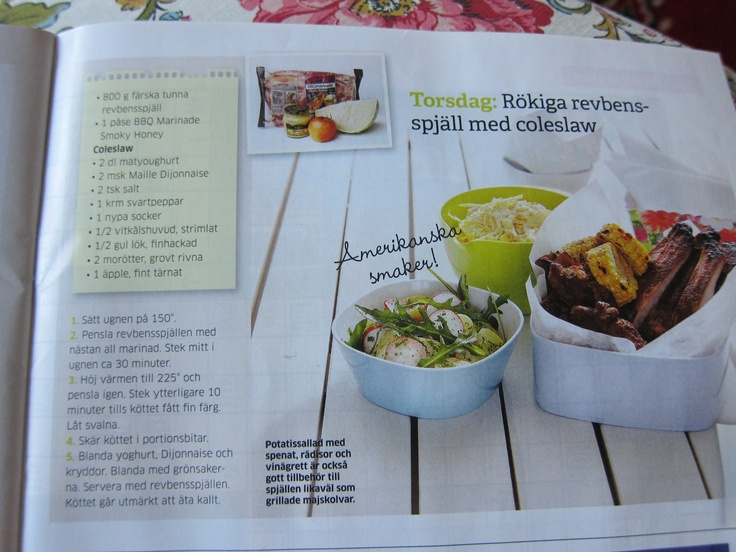 coleslaw. Finns säkert bättre recept. yogurt, dijon, vitkål, lök, äpple, morötter. krydda med ingefära.