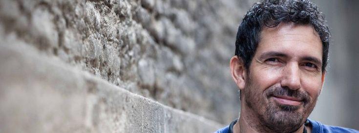 César Bona, uno de los 50 mejores maestros del mundo según el Global Teacher Prize, el llamado Premio Nobel de los profesores, asegura que sus alumnos le enseñan más a él y que todos los niños son extraordinarios si además de conocimiento se les educa en valores como la empatía, sensibilidad y resiliencia