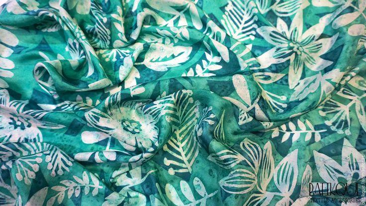 """Купить Батик Платок """" Изумрудный лес"""" - зеленый, орнамент, изумрудный, градиент, листья, лес, emerald, emerald green"""