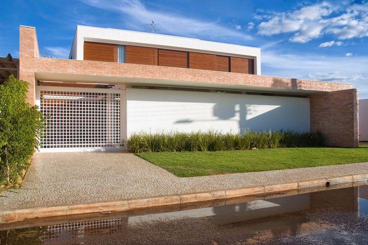 Decor Salteado - Blog de Decoração   Design   Arquitetura   Paisagismo: 20 Fachadas de casas modernas com muros e portões!
