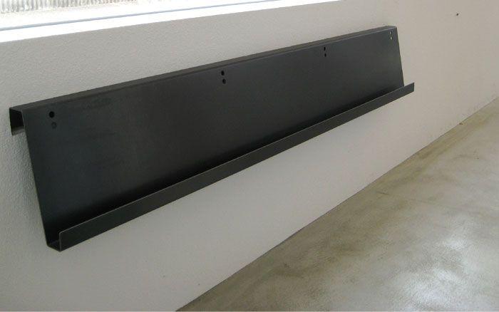 鉄製のオリジナルマガジンラック 1枚の鉄の板を曲げただけのシンプルなデザイン
