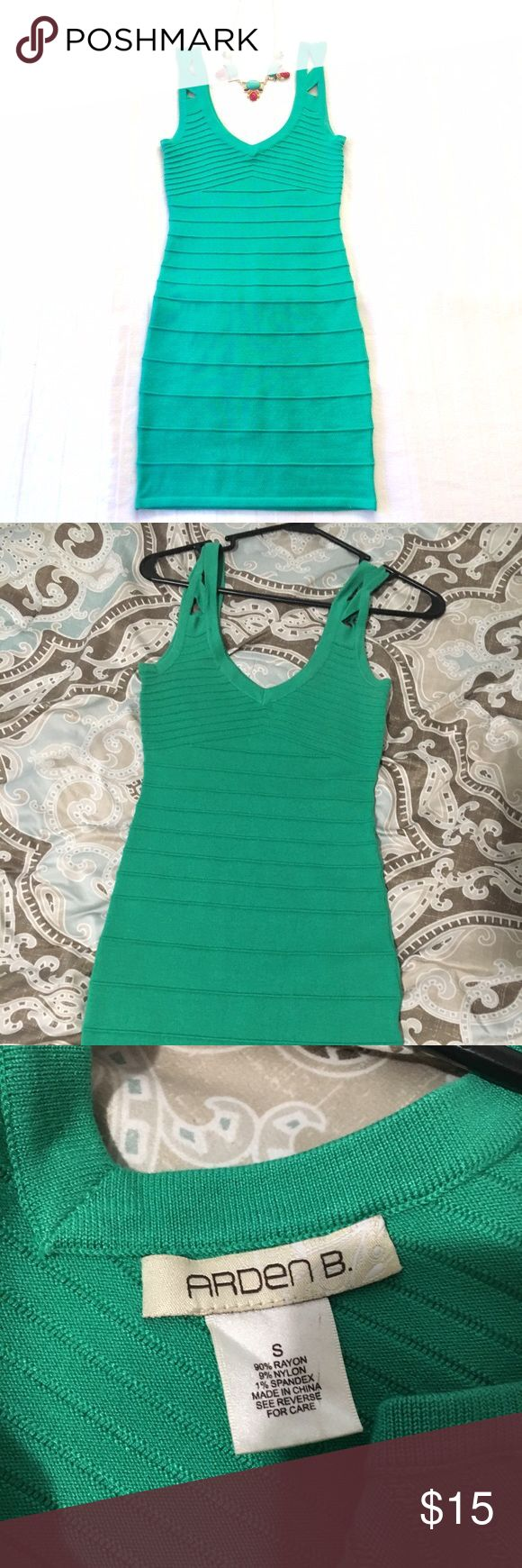 Women's green bodycon mini dress. Only worn ONCE! This green mini dress from Arden B is perfect for a night out! The material is form fitting with plenty of stretch to really show off your curves! Excellent condition! Arden B Dresses Mini