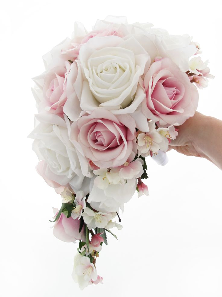 teardrop wedding bouquet a small teardrop of soft white and cool pink roses with an 7938
