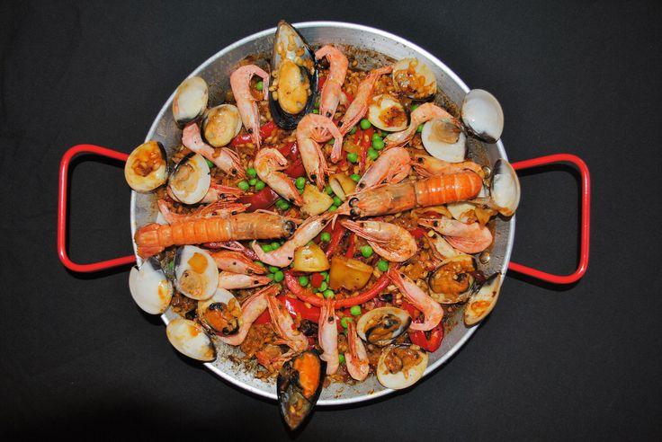 Paella de Mariscos: Spanish Seafood Paella