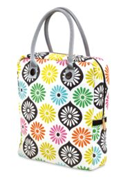 Handtas Marthe  Een ruime tas van Mr & Mrs Clynk met een heel mooi bloemenmotief. De tas heeft 2 lange handvaten, een verstevigde bodem en sluit met een rits. Binnenin is er nog een apart vakje met rits. Leuk als weekend-tas. € 49,00-