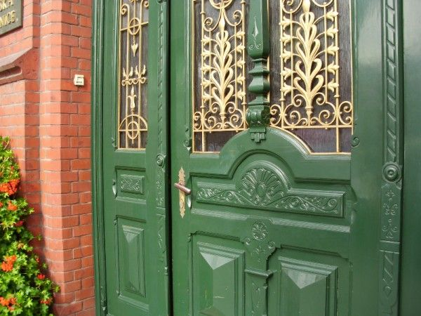 Znalezione obrazy dla zapytania stare drzwi wejsciowe do domu