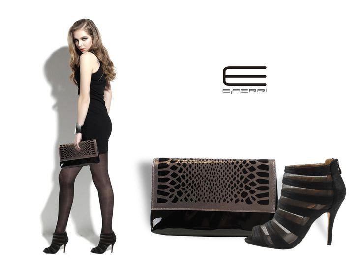 Zapato de tacón con transparencias y clutch con efecto charol y detalle plateado de E.Ferri