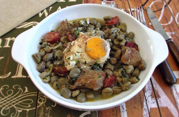 Favas com entrecosto e ovos escalfados | Food From Portugal